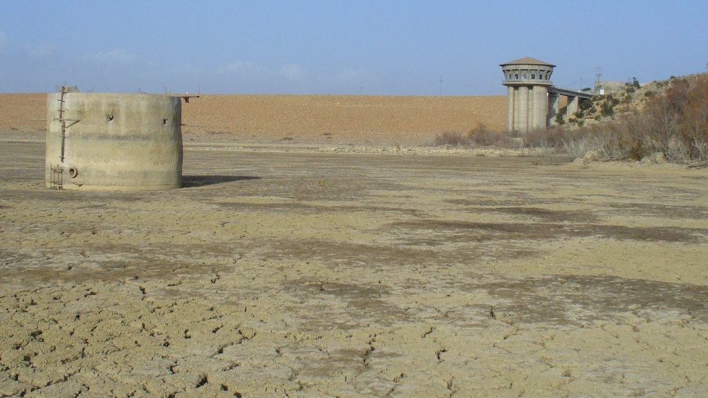 TN – The frequently dried up El Haouareb dam reservoir Merguellil catchment